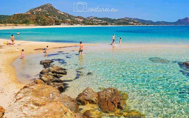 scoglio-di-Peppino-Costa-Rei-bambini-acqua-vacanze.jpg